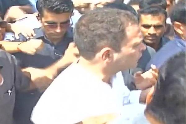 हरियाणा,UP बार्डर पहुंचे राहुल गांधी, रोकने के लिए बार्डर पर तैनात की गई फ़ोर्स