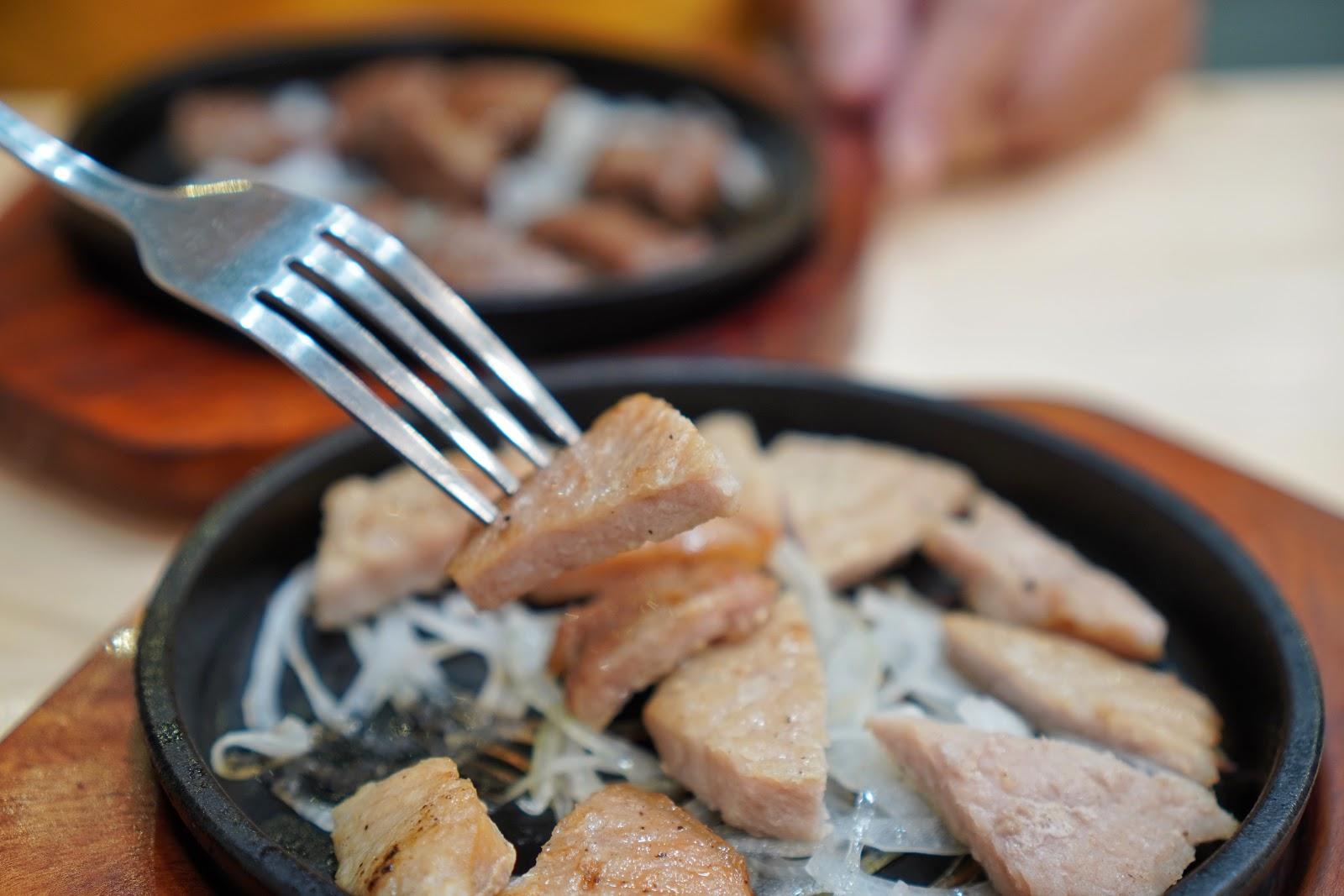 台南安南區美食【19House炙燒牛排安南店】googel打卡活動 骰子豬