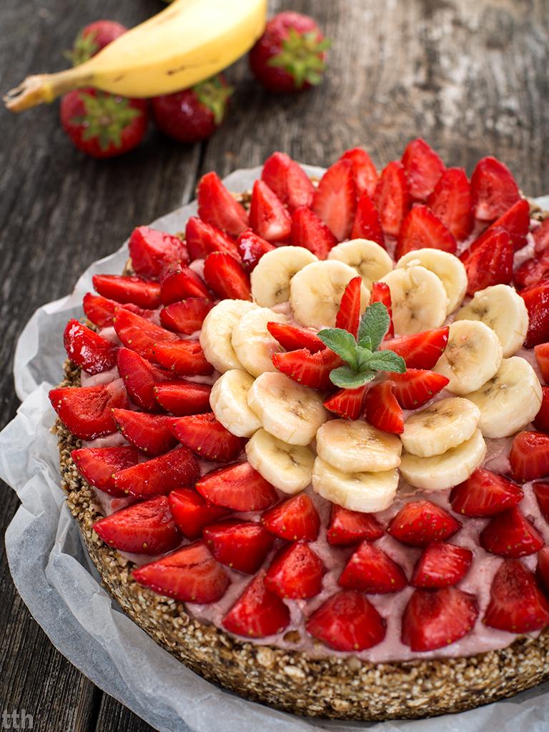 Tarta jaglana bananowo-truskawkowa wegańskie, bezglutenowe, bez cukru roślinna kuchnia blog