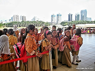 Relato da viagem na capital Jacarta, oeste de Java, Indonésia: Monas, Istiqlal, Couchsurfing, museus e corrida pelas ruas da cidade.