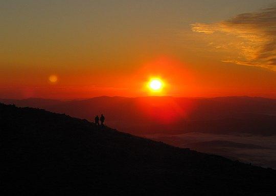 Wschód słońca z Babiej Góry. Godzina 6.40.