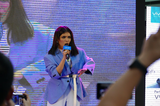 KZ performs for Filipino crowd for the 1st time after Singer 2018 at Vivo V9 mall tour   KZ, TJ showcase superb musicality in Vivo V9 mall tour