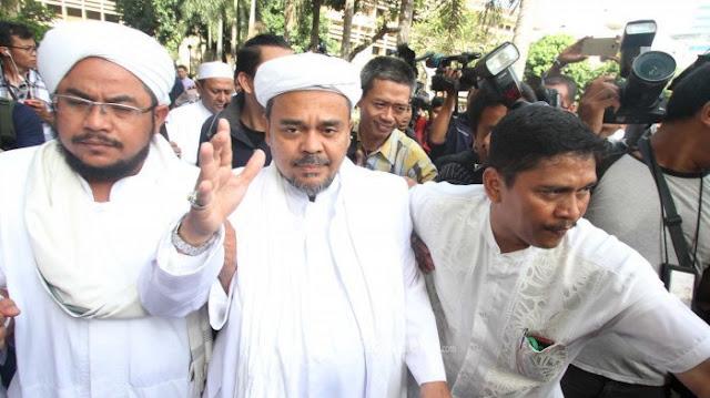 Dari Makkah, Habib Rizieq Bantah Isu Perpecahan GNPF
