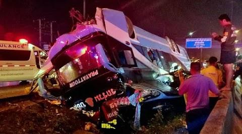 Thaiföldön többen meghaltak, amikor felborult egy emeletes turistabusz