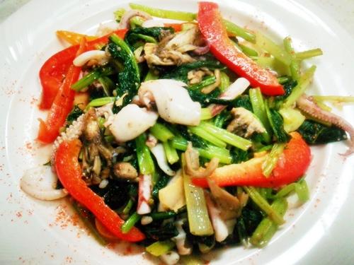 青菜・舞茸・パプリカとアオリイカのアヒージョ風ソテー
