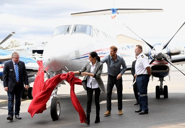 Meghan Markle wore Serena Williams Collection Boss Oversized Blazer and Maison Kitsune Oxford Fox Embroidery Classic Shirt, Outland Isabel Jeans