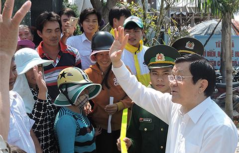 Chủ tịch nước Trương Tấn Sang và đại diện một số bộ, ban, ngành T.Ư thăm và làm việc tại huyện đảo Lý Sơn (Quảng Ngãi)