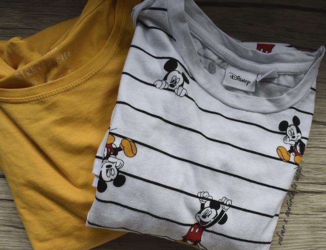 Camisetas de manga corta mostaza y de Mickey de Primark