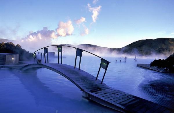 منتجع مياه جوفية ساخنة في الثلج