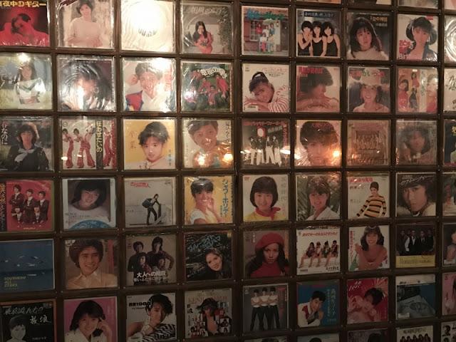 代々木駅から徒歩1分の昭和歌謡居酒屋の内装写真です。