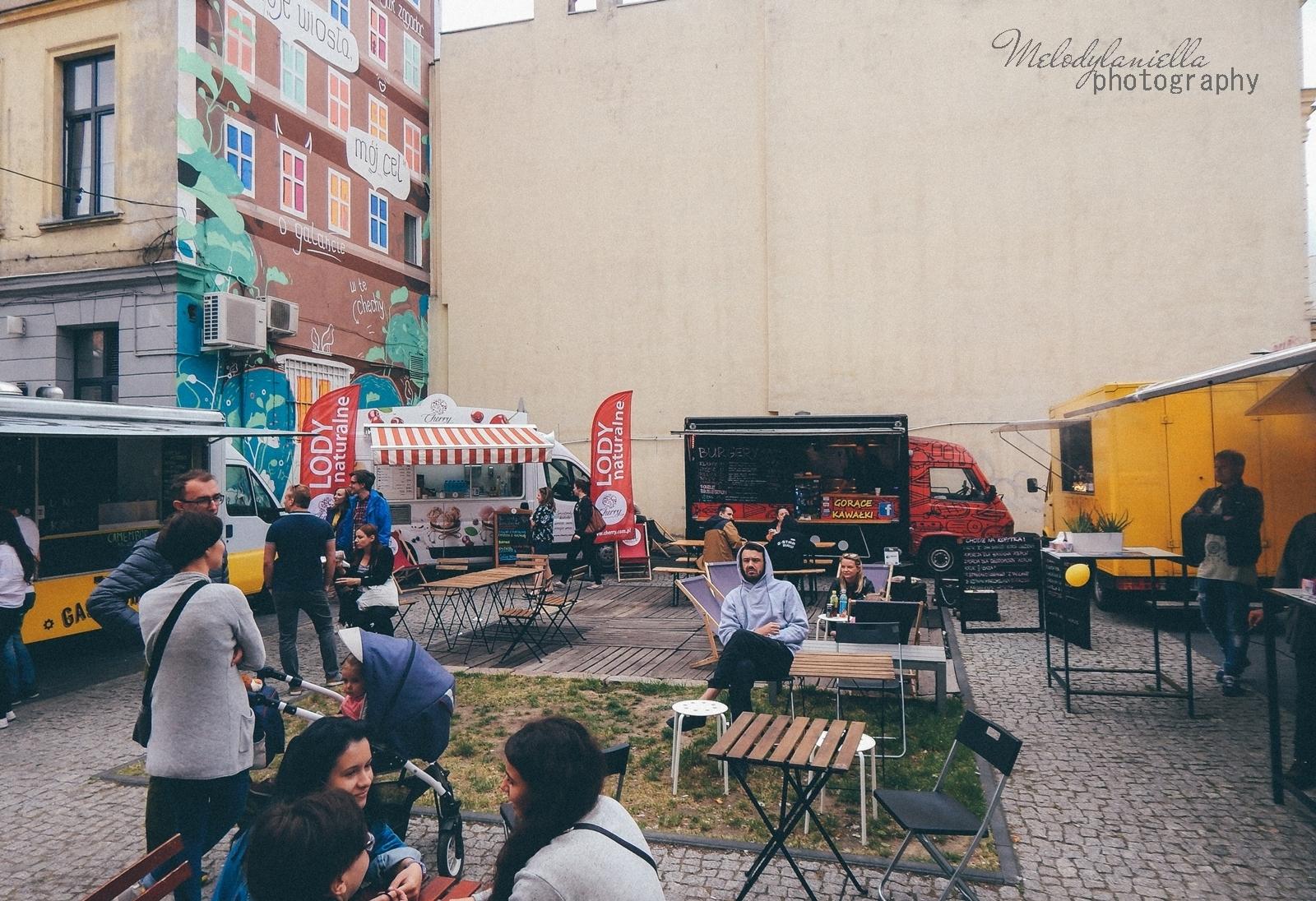 10 XV Łódź Street Food Festival. Uliczna uczta przy Piotrkowskiej 217 before food market lato co zjeść food truck festival łódź bangkok lody tajskie chińskie pierożki na parze baklava tacos kiełbasiarnia kofola