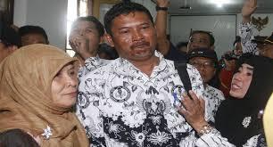 Guru dihukum karena pelaporan muridnya yang dicubit