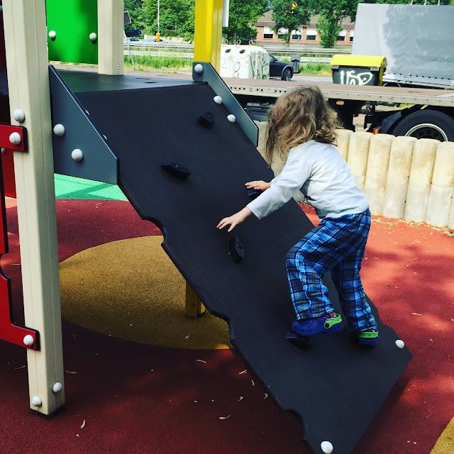 Urlaub mit zwei Kleinkindern - Rastplatzpause