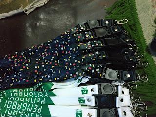 Butuh tali lanyard perusahaan untuk promosi dan merchandise