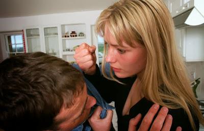 Τα Σημάδια Κακοποίησης των Ανδρών από τις Γυναίκες