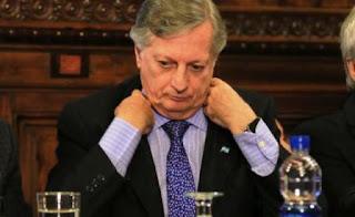 Aranguren fue convocado para las 14 a una multitudinaria reunión de las comisiones Asuntos Constitucionales, Energía, Obras Públicas, Presupuesto y Defensa del Consumidor, que sería presidida por un macrista, Pablo Tonelli.