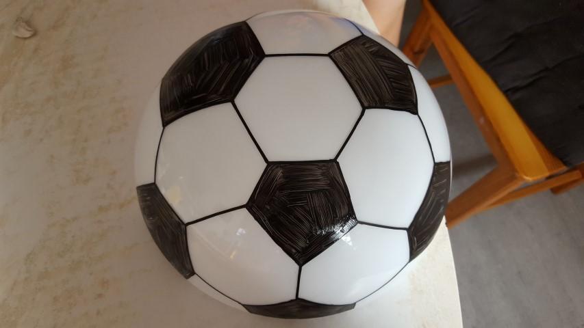 bricolomamounette party fabriquer une lampe ballon de foot. Black Bedroom Furniture Sets. Home Design Ideas