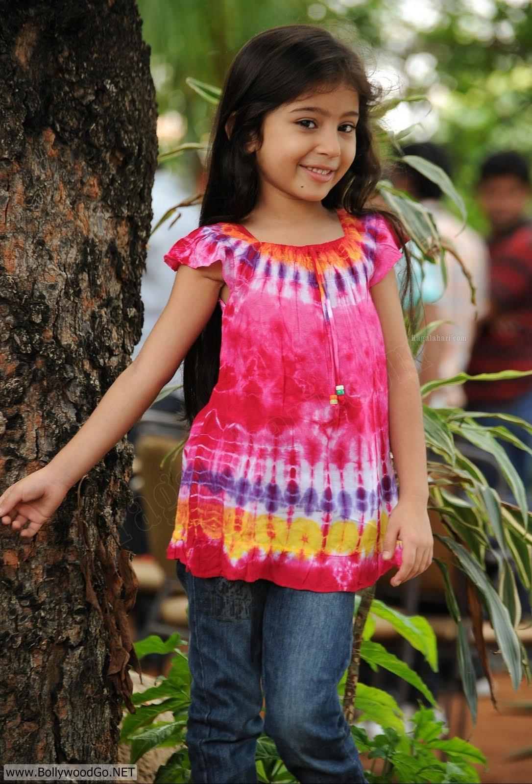 Sara Arjun beautiful child actress - wallpapers Gallery