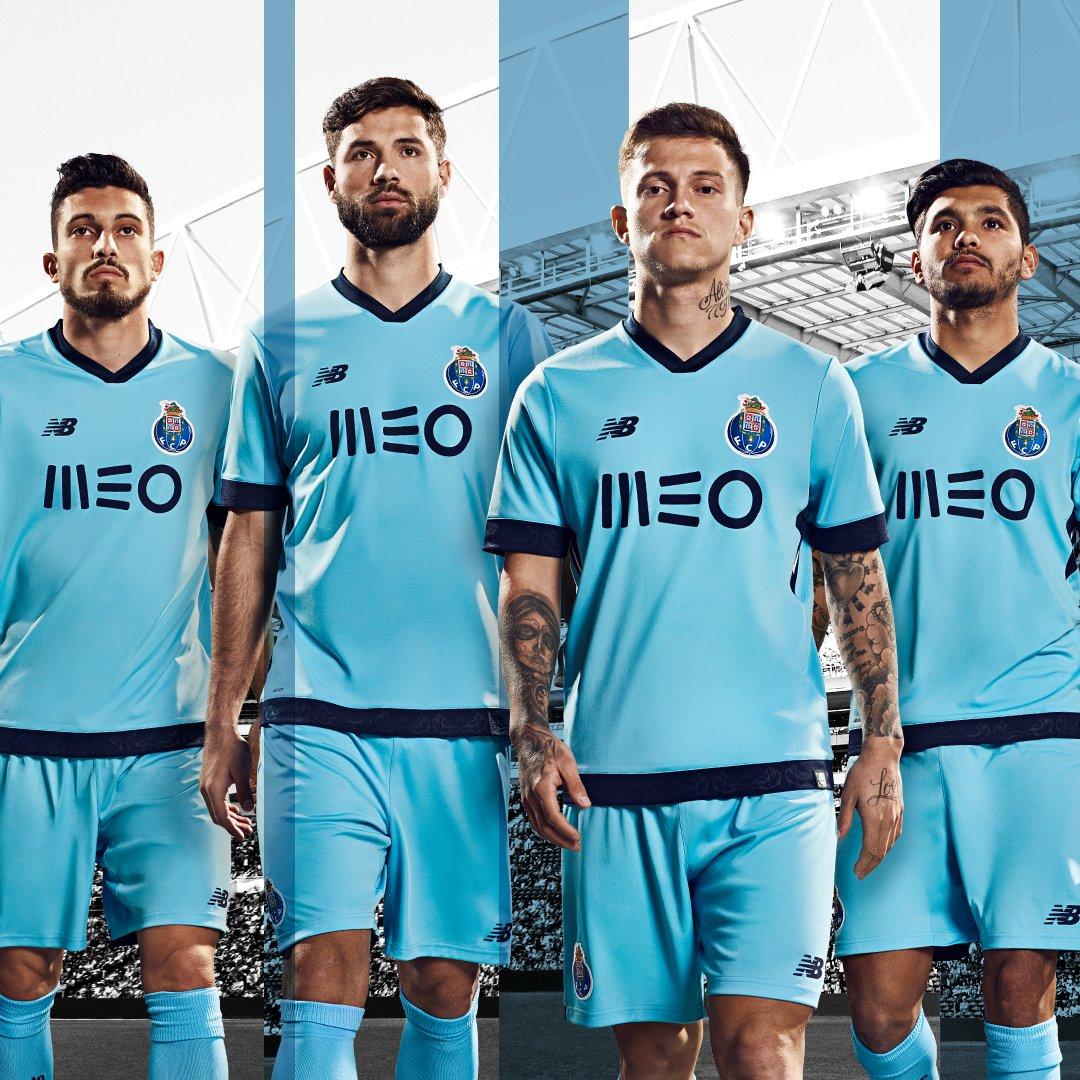 63e1df88991 Sortie du maillot du FC Porto third 2017 2018 - Footy Headlines FR