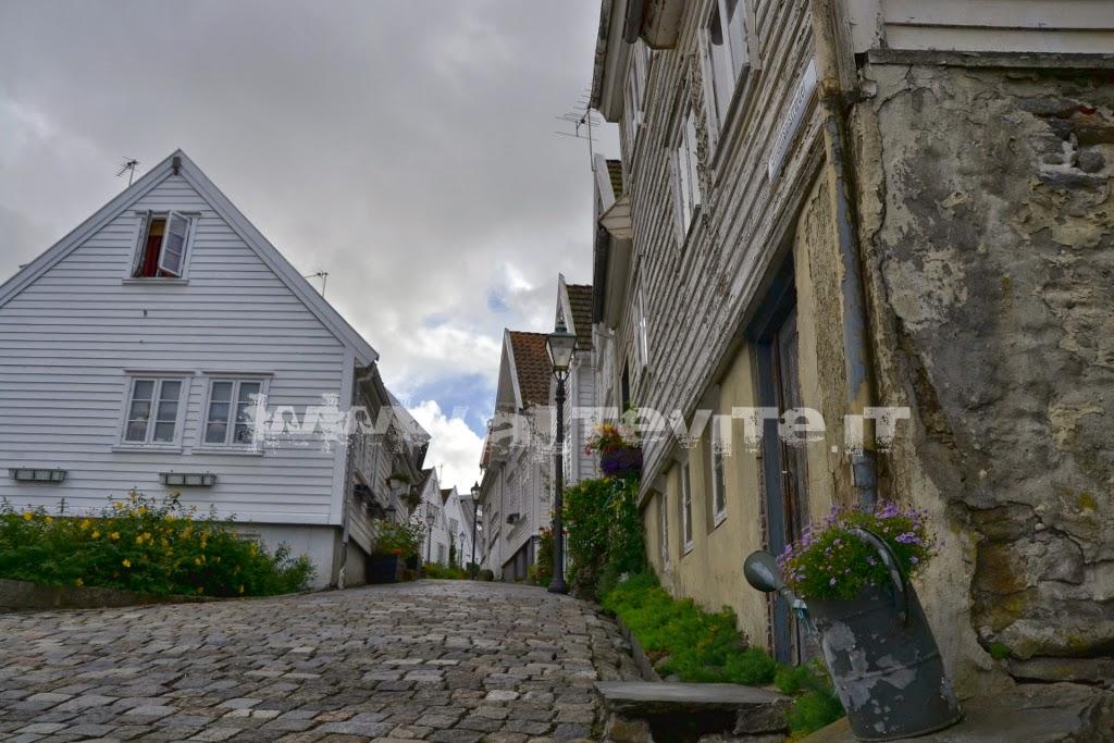 Gamle Stavanger case legno bianco