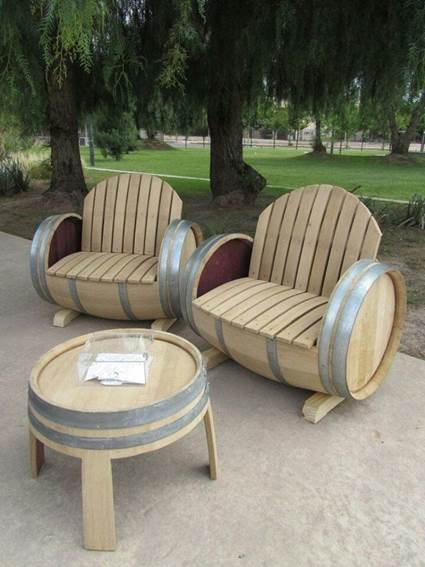 Decoration with wooden wine barrels 4