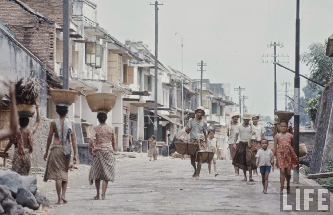 Photos of everyday life in Indonesia 62