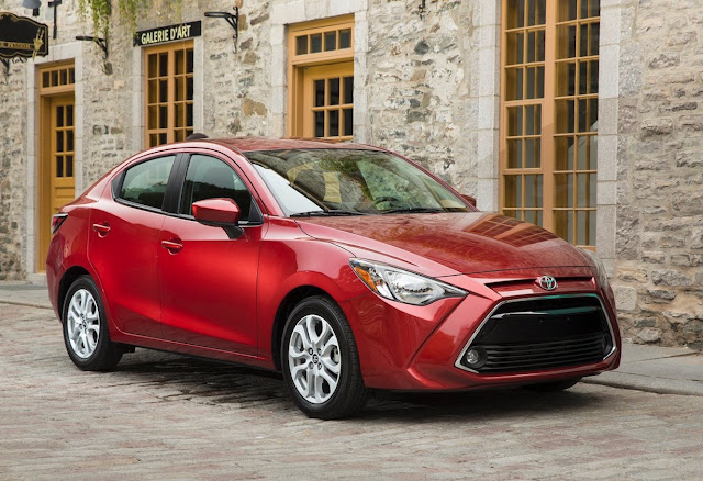 2017 Toyota Yaris sedan red