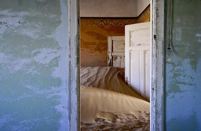 Kolmanskop ghost town Namibia | Колманскоп, Намибия