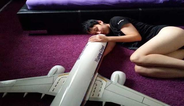 Seorang Perempuan Jerman Mengaku Boeing 737-800 Ialah Suaminya
