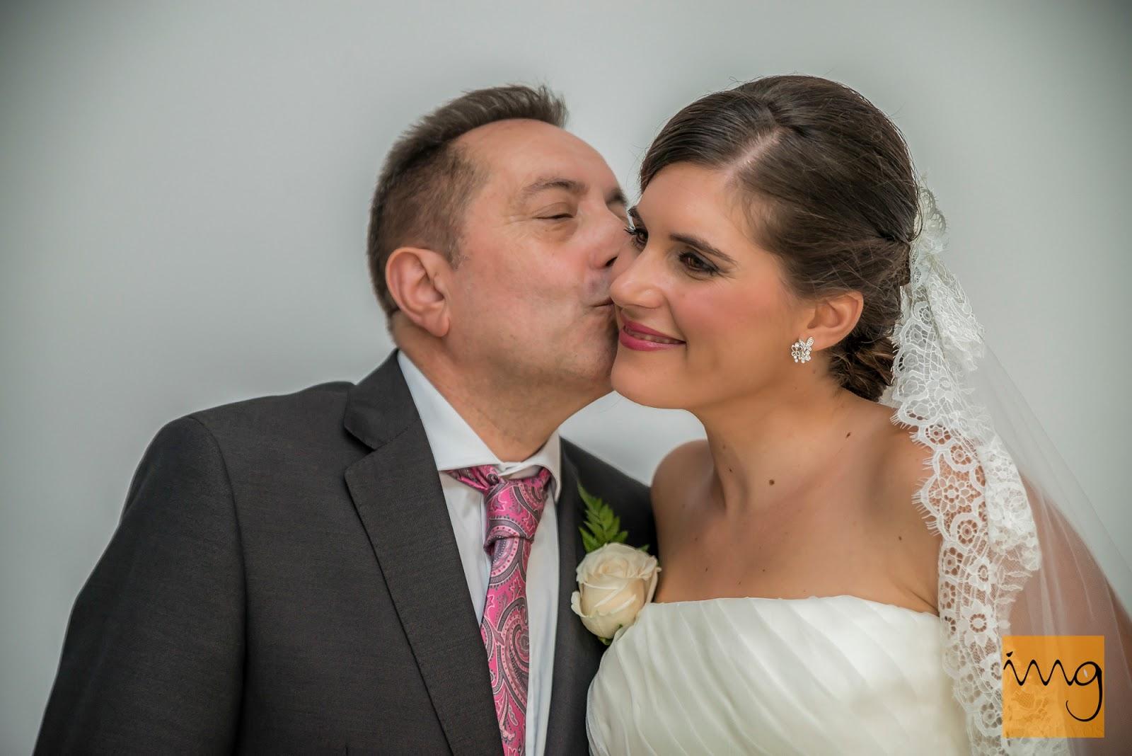 Fotografía de la novia con su padre