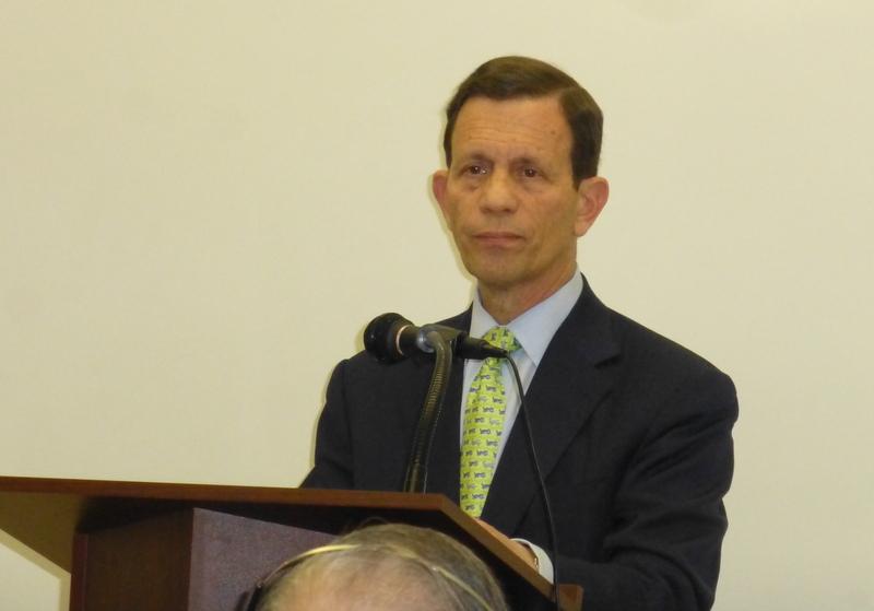 Boston Orange 波士頓菊子: Grossman訪華埠 承諾將使雙語選票永久化