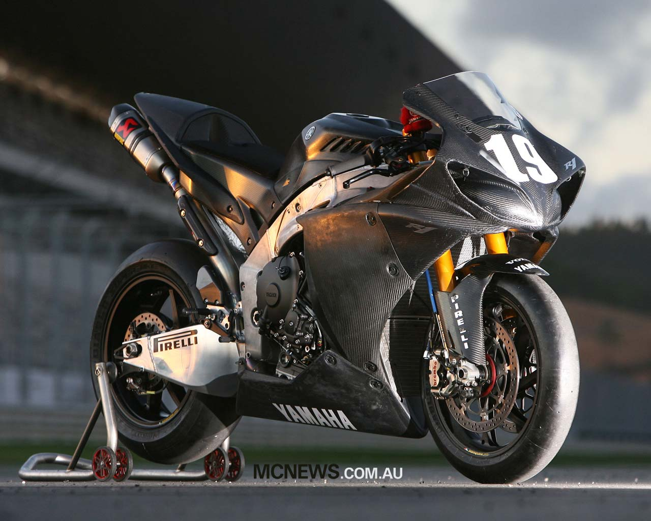 2013 Yamaha R1 Black | Wallpaper For Desktop