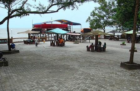 Fasilitas di Pantai Pasir Panjang penginapan di pantai pasir panjang singkawang penginapan di pantai pasir panjang