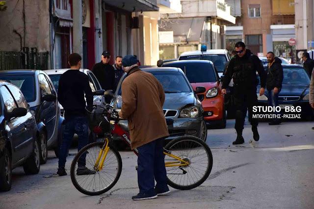 Ηλικιωμένος οδηγός στο Ναύπλιο πήρε παραμάζωμα τρία αυτοκίνητα