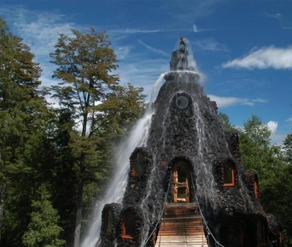 فندق داخل بركان تنبثق منه المياه image001-727870.jpg