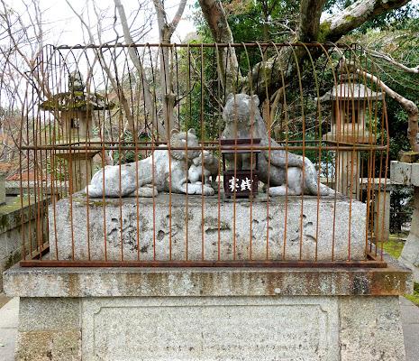 虎の親子石像