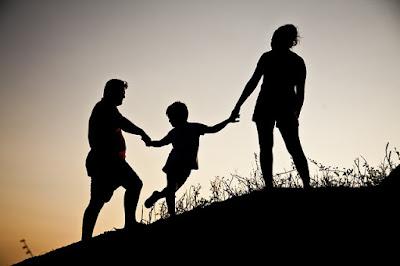 peranan keluarga; sikap kepedulian; peranan keluarga dalam masyarakat;
