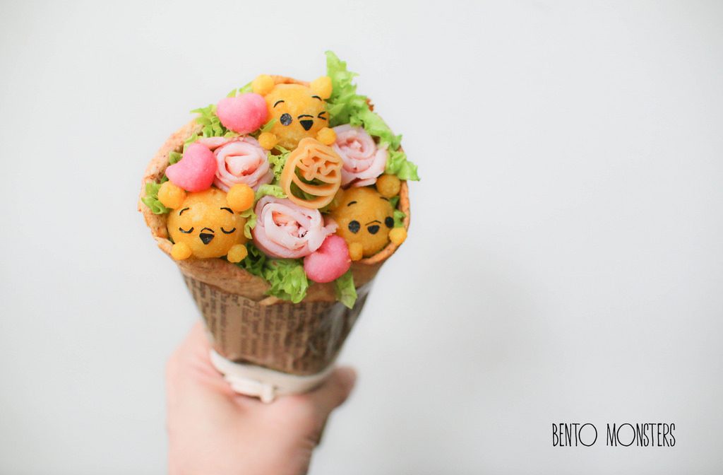 17-Edible-Valentine-s-Day-Bouquet-Li-Ming-Lee-Kyaraben-Bento-Monsters-Themed-Lunch-Art-www-designstack-co