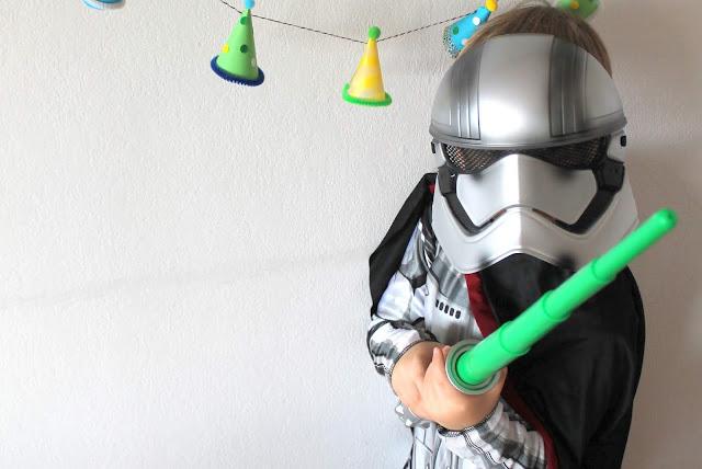 Captain Phasma Kostuemidee Weltraum Star Wars Kinder Jules kleines Freudenhaus