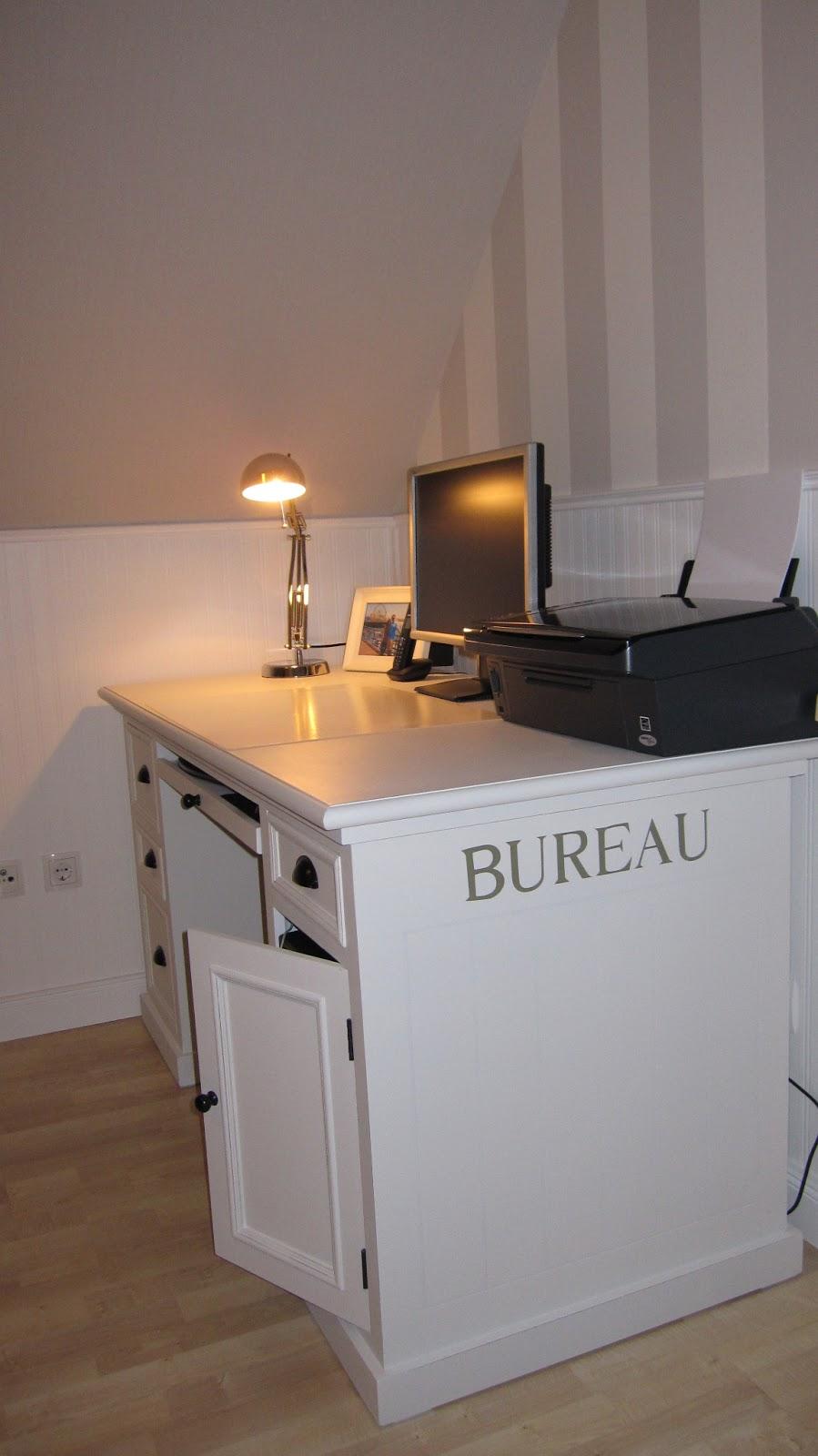 Kleines gelbes Haus: Schreibtisch Newport