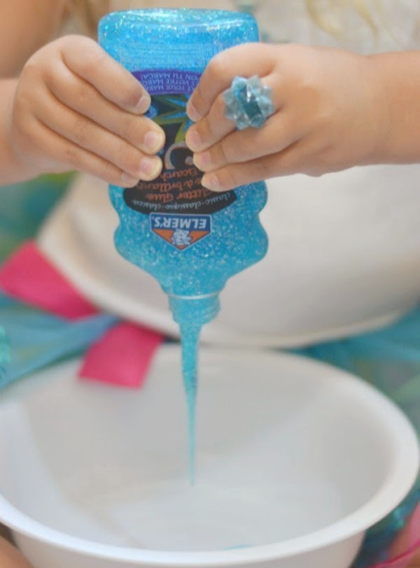 Make your own icy-cold slime inspired by the Disney movie, FROZEN!  Kids of all ages will love this easy recipe! #frozen #frozenslime #frozenslimerecipe #frozenmovie #frozenslimepartyfavors #frozenbirthdayparty #frozencraftsforkids #disneyfrozen #slimerecipe #slime #winterslime #growingajeweledrose #activitiesforkids