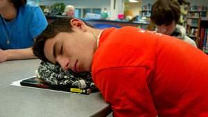 Tidur siang berlebihan dapat mengurangi waktu tidur malam sehingga memicu insomnia