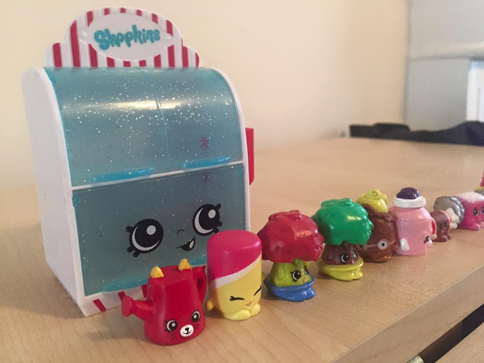 How to host an AWESOME Shopkins Movie Party #ShopkinsChefClub. Shopkins Chef Club Review - Shopkins figures