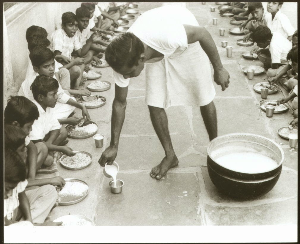 Children in an Indian School Sit Down for their Lunch – 7th April 1974