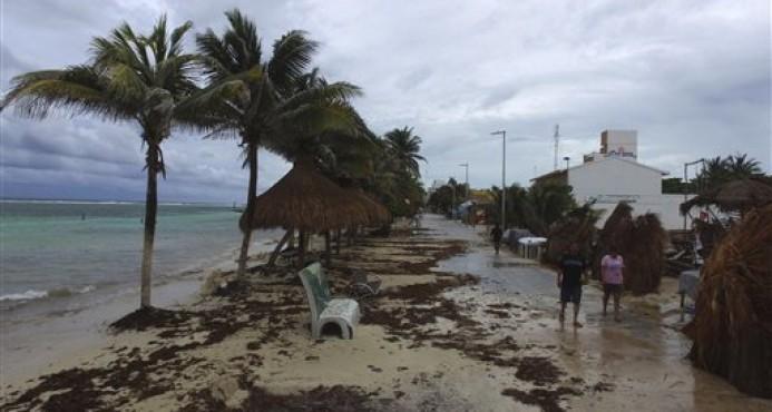 Tormenta tropical Franklin empapa Yucatán, en México