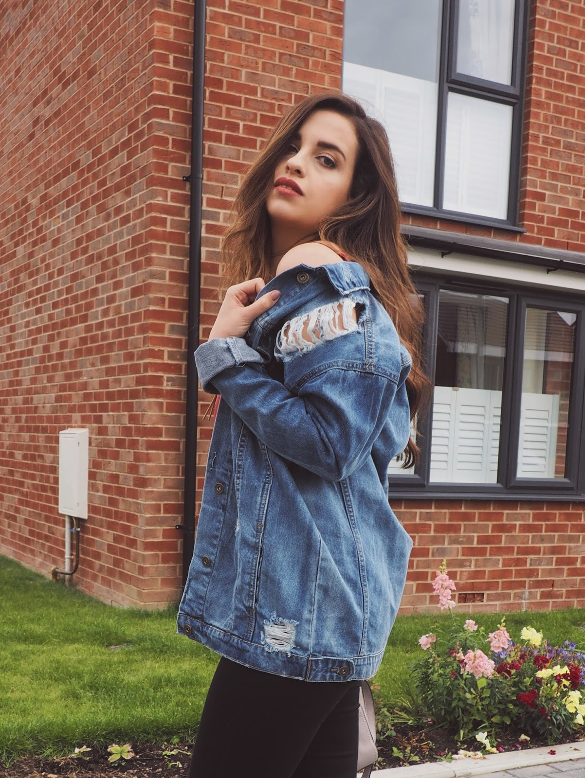 Styling An Oversized Denim Jacket For the Cold Weather Ahead