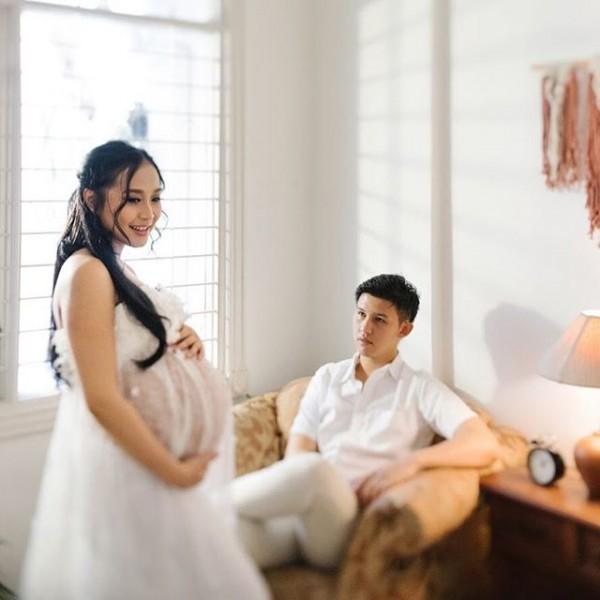 Cantiknya Rinni Wulandari Jalani Maternity Shoot