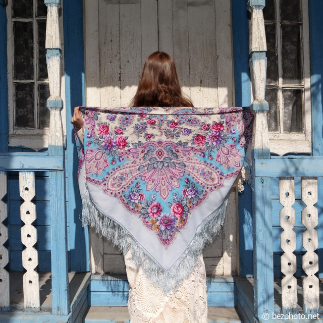 платок в лучах солнца