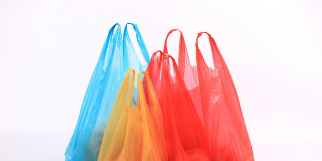 Τέρμα οι δωρεάν πλαστικές σακούλες – Μπαίνει περιβαλλοντικό τέλος από το 2018