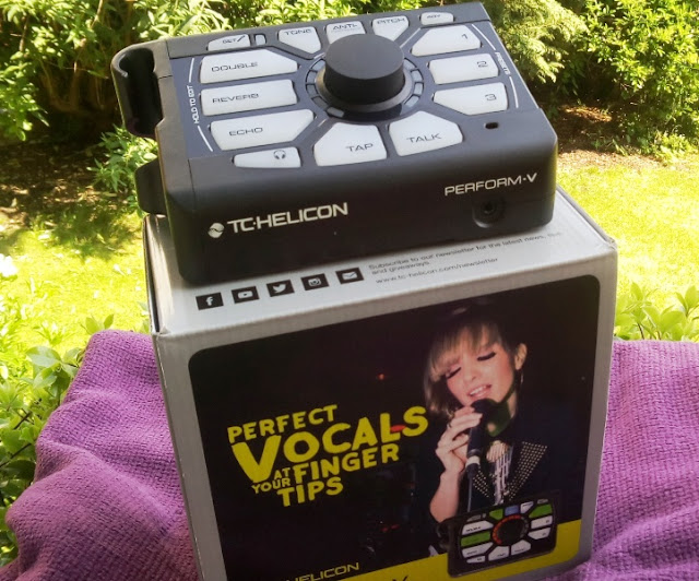 Perform-V Song Effects Processor Amongst Footswitch Input, Built-In Mic Too Over 800 Song Effects!